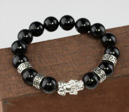 Vòng đá thạch anh đen phù hợp với người mệnh Thủy và mệnh Mộc