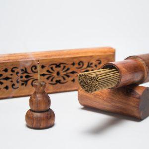 Trầm hương là gì, trầm hương đốt, vòng tay trầm hương, gỗ trầm hương, vòng trầm hương, vòng tay trầm hương, vòng gỗ trầm hương, tác dụng của trầm hương, vòng tay gỗ trầm hương, gỗ trầm, vong đeo tay trầm hương, xông trầm, công dụng của trầm hương
